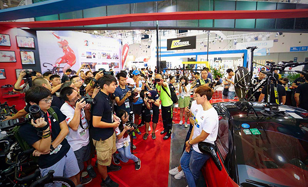 Asia Bike: more demo days indoors
